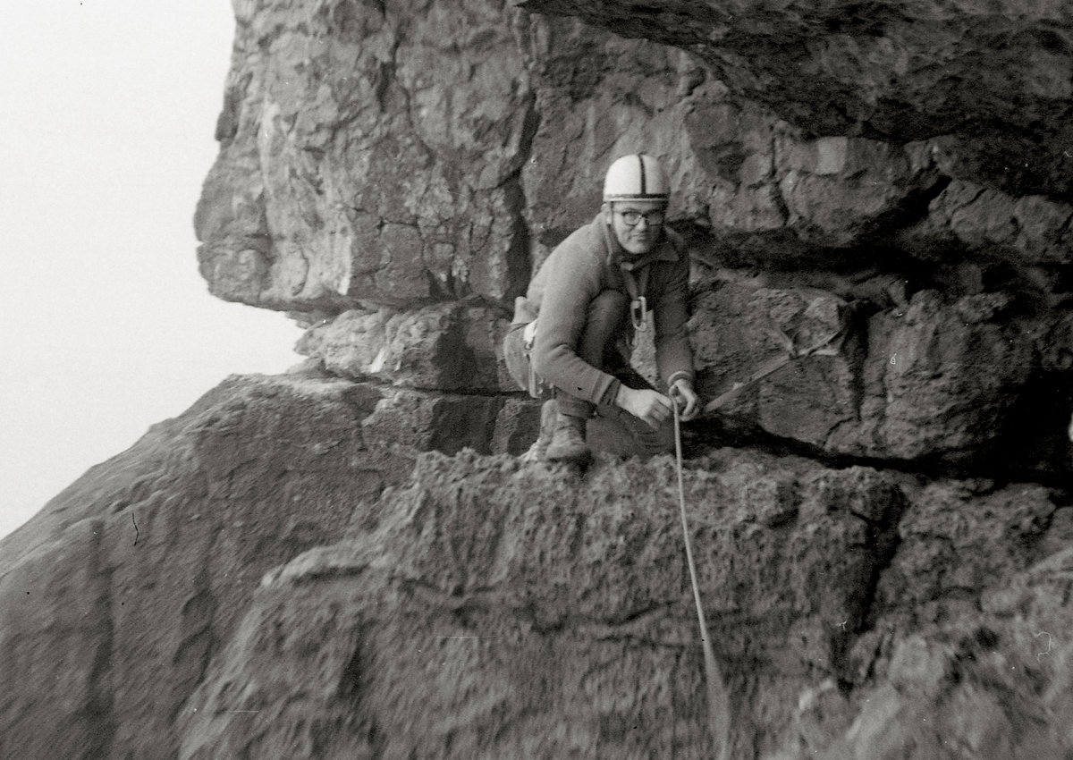 John Cleare showing Peter Biven his own treasure - Traverse of the Gods, Swanage., 203 kb