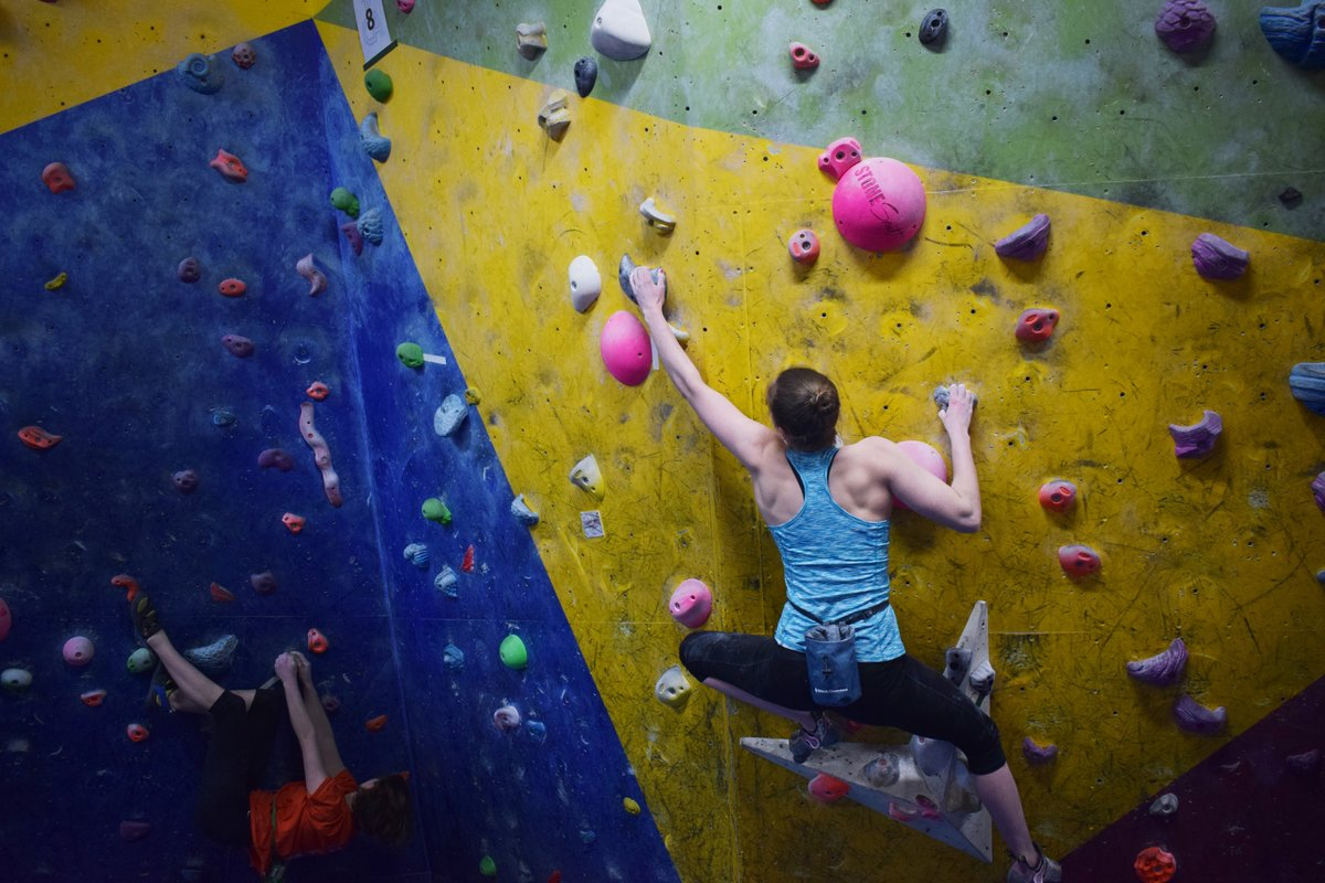 More and more young people are discovering indoor climbing and bouldering. © UKC Articles