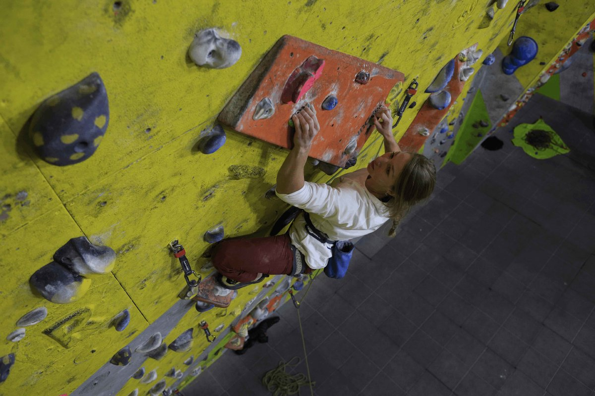 Maddie Cope leading at The Foundry. © UKC Articles