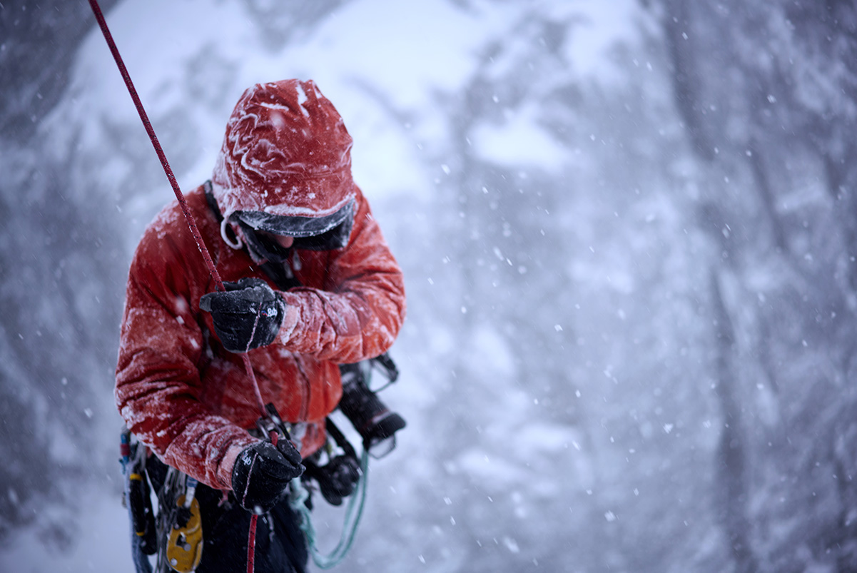 Behind the scenes on a winter climbing shoot © Hamish Frost