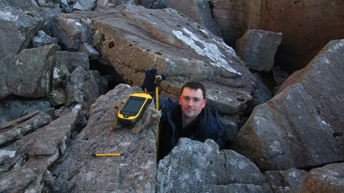 Aled Williams measuring the offset between the Trimble's internal antenna and the ground at the base of the boulder field © UKC News