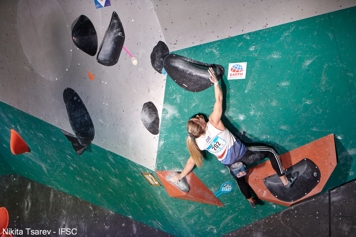 Shauna Coxsey competing in the Moscow semi-finals. © UKC News