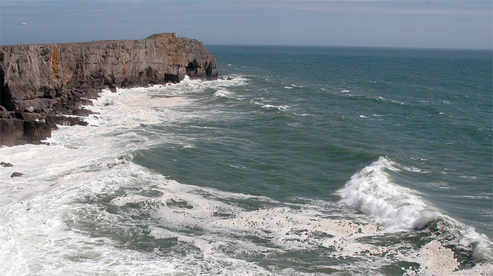 Big seas at St. Govans in Pembroke., 101 kb