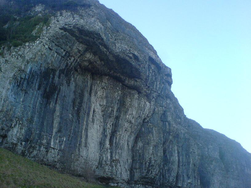 Intimidating Kilnsey crag, 75 kb