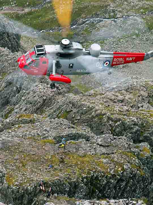 Helicopter on Tower Ridge, 70 kb