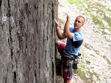 Neil Gresham giving and on-ascent commentary during his ascent of Right Wall in the Masterclass 2 DVD., 48 kb