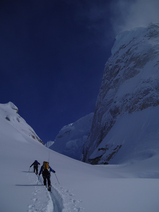 Skiing under the Mooses Tooth, Alaska, 102 kb