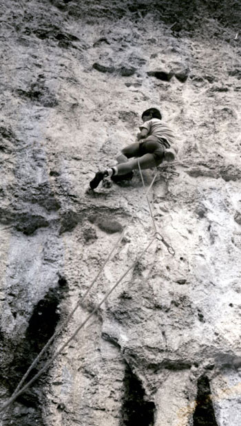 Dave Kenyon on the first ascent of Raindogs (Fr 8a), Malham Cove, 1986., 75 kb