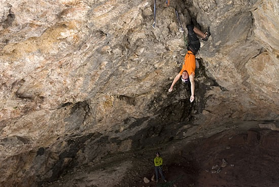 Iker Pou redpointing the boltless first pitch of Lurgorri, 88 kb