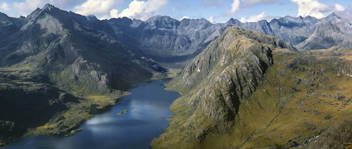 Cuillin ridge (Dubhs to Gillean) from Sgurr na Stri, 98 kb