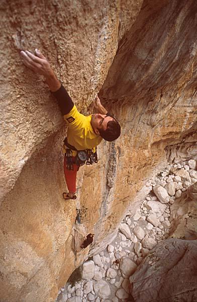 Climbing in Sardinia: Simone Sarti on Hotel Supramonte, 54 kb