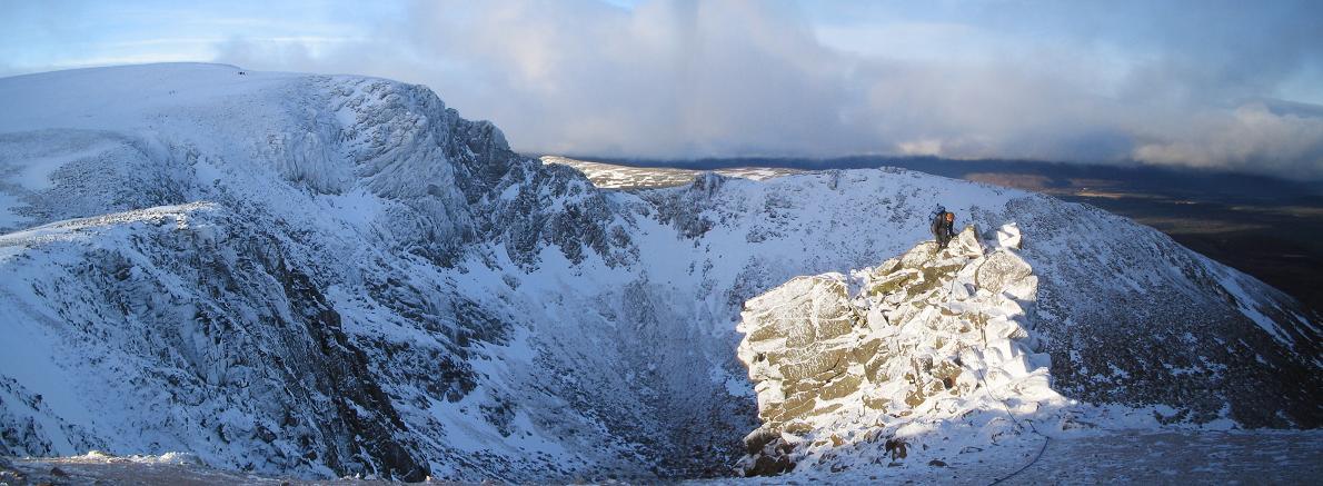 Coire an t'Sneachda topping off on Pygmy Ridge, 105 kb