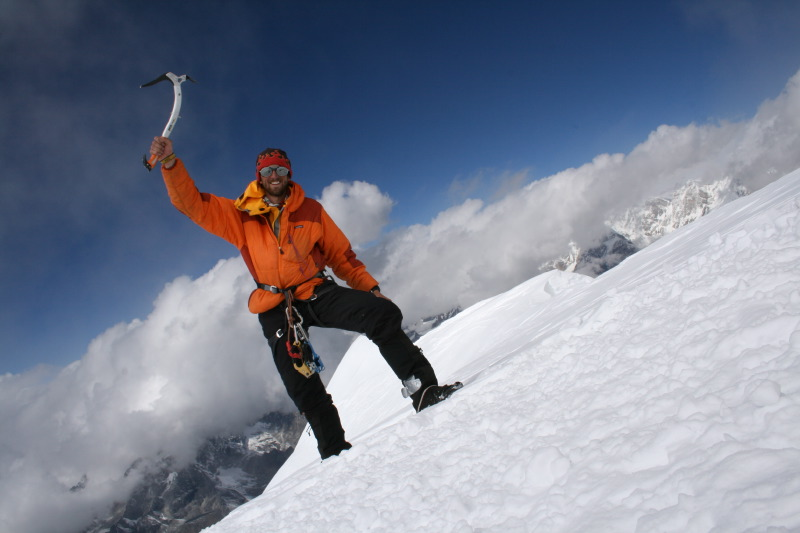 Alone on the summit of Ama Dablam (camera slipped!!), 83 kb
