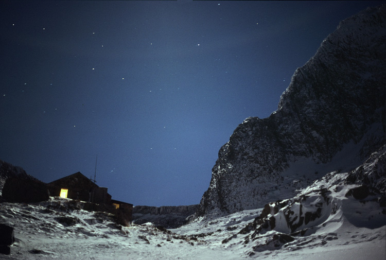 CIC hut at night, 112 kb