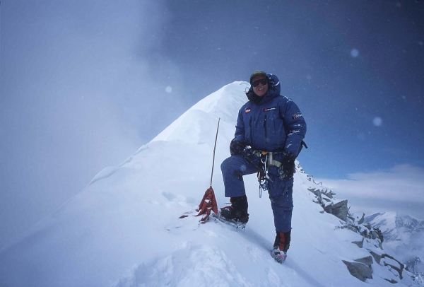 Alan Hinkes on the Annapurna summit, 83 kb