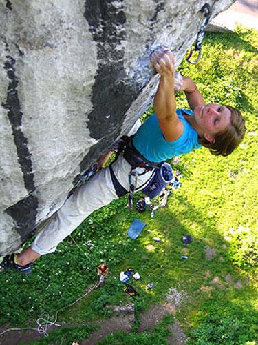 """Ola Taistra climbing her first 8c """"Nie dla psa kie?basa"""", 81 kb"""