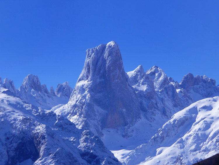 Naranjo de Bulnes , Central massif , picos de Europa April 01 2007, 89 kb