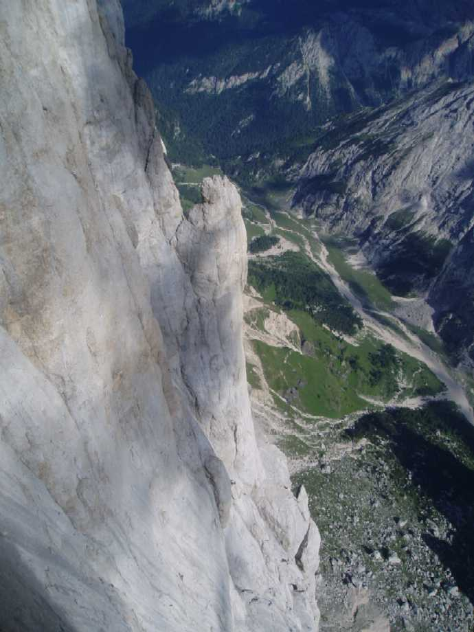 Looking down the South Wall of Marmolada, on Tempi Moderni, 57 kb