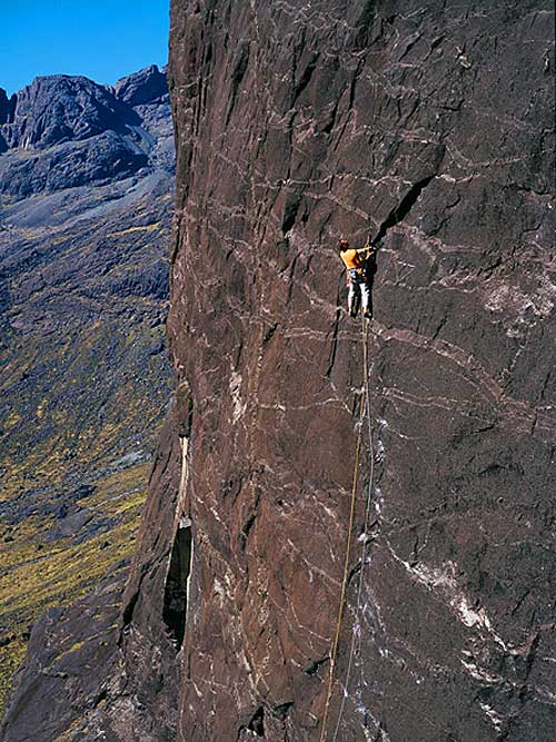 Dave Birkett on the first ascent of Sky Wall E7/8  6b , Isle of Skye., 79 kb