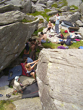 Sarah Daniels on Crouchathon V2/Font 5+, Milestone Buttress Boulders, 71 kb