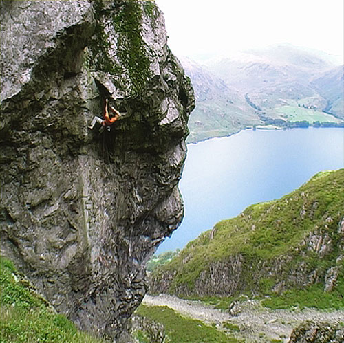 Dave Birkett on his new E9 at Cam Crag, Wast Water, Lake District, 88 kb