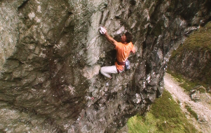 Dave Birkett on his new E9 at Cam Crag, Wast Water, Lake District, 95 kb