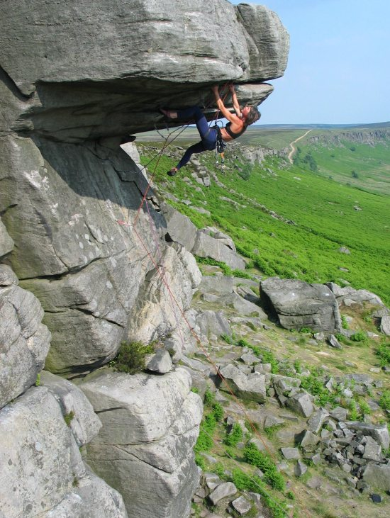 Gerry leading Quietus (E2 5c) at Stanage High Neb, 118 kb
