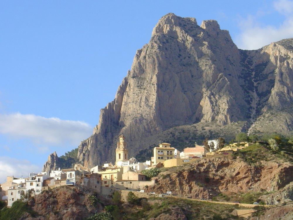 Puig Campana behind Finestrat, 145 kb