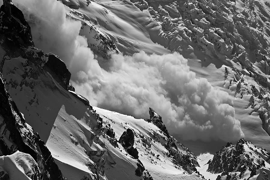 Powder avalanche off the Mont Blanc du Tacul (late evening), 118 kb