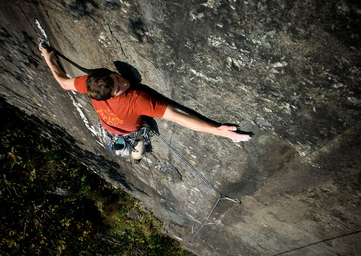Pete Robins attempting Psyche and Burn (E6) Tremadog, 118 kb