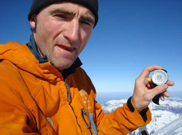 Ueli Steck stops the clock atop the Eiger north face: 2:47:33, 24 kb