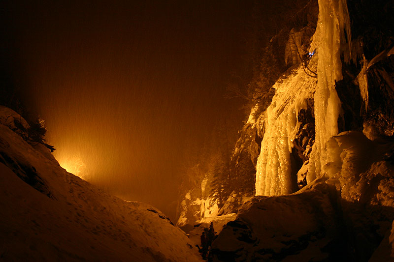 Rjukan Ice Festival 2008 - floodlit night climbing at Krokan, 89 kb