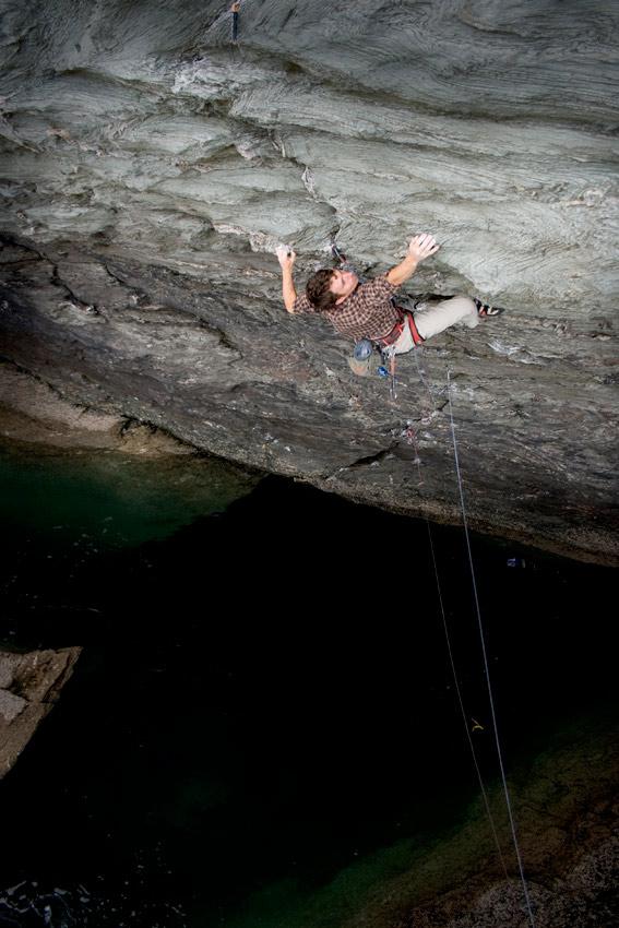 James McHaffie climbing The Treacherous Underfoot E7 6b, 119 kb