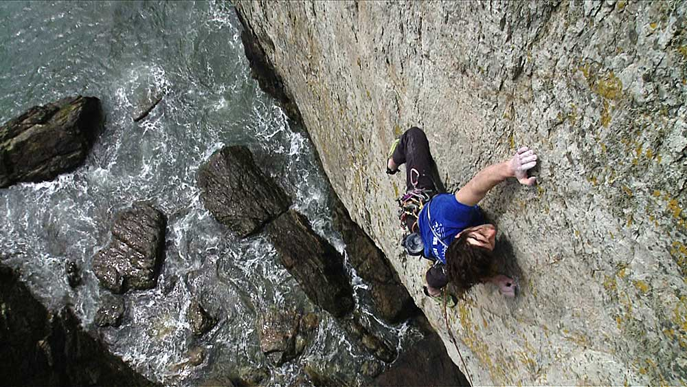 Neil Dickson on sighting The Hollow Man, E8 6b, North Stack Wall, taken from the climbing flick 'On Sight'., 134 kb