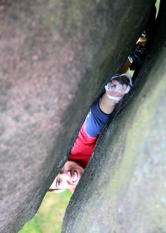 Tom Randall enjoying the subtleties  of gritstone on Ray's Roof - E7 6c, 118 kb