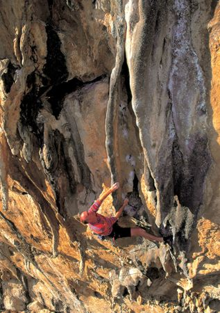 Chris Gore racing up the tufas of Lourdes (8a) at El Chorro., 44 kb