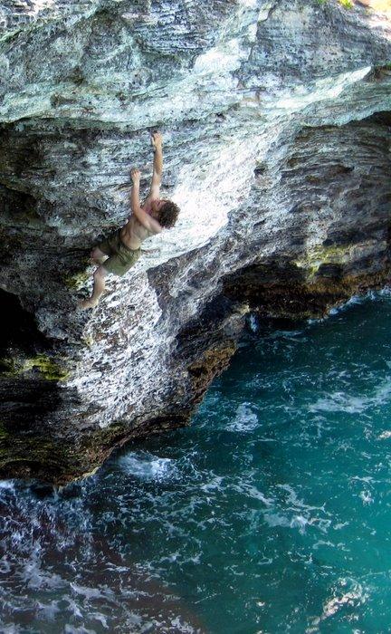 Fabian cruising Lara Croft (Deep Water Solo- Bermuda), 112 kb