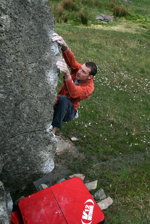 Jack Geldard on NASA - V7, Llanberis Pass, 128 kb