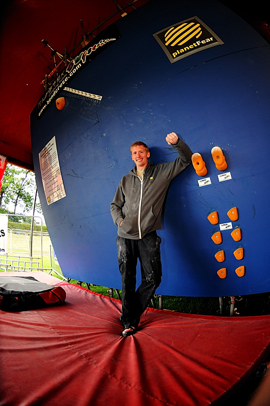The new Guinness World Dyno Champ, Skyler Weeks (US), after jumping and amazing 2.65m at Cliffhanger 2008, 227 kb