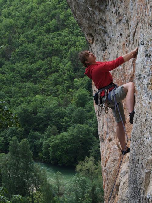 Ali climbing Soeurs Froids F6a, Gorges du Tarn, 120 kb