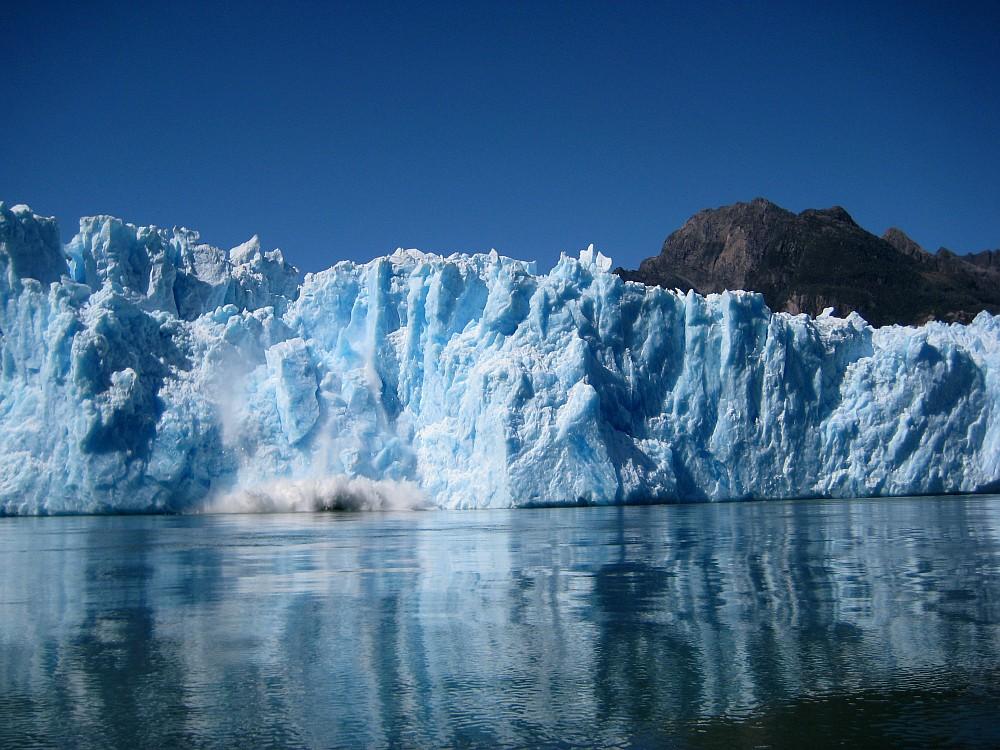 san rafael glacier, block falling..., 221 kb