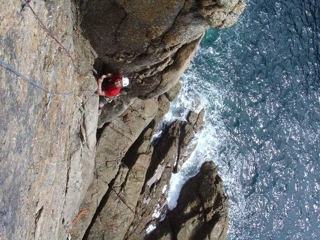 Andy enjoying 1st pitch of Terrier's Tooth on Chair Ladder, 195 kb