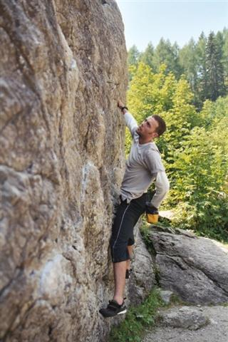 Jono, that's me, bouldering on the transit boulder at Col de Montets, 34 kb