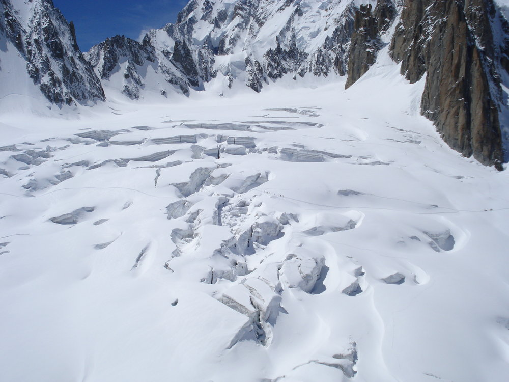 Between Aiguille Du Midi and Pointe Helbronner, 124 kb