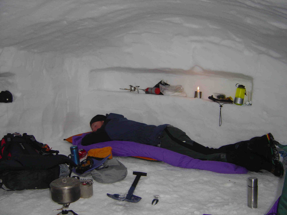 5-man Snow Cave / Snow Shelter in Scotland (Mar 06), 93 kb