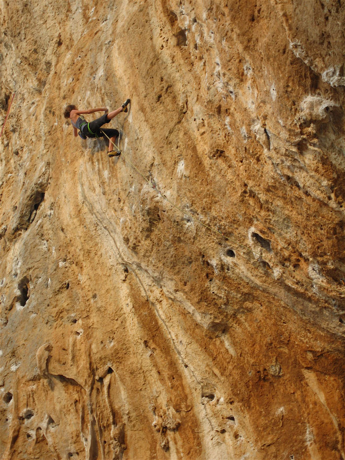 14 year Kitty Wallace redpointing Daniboy 8a, Kalymnos., 229 kb