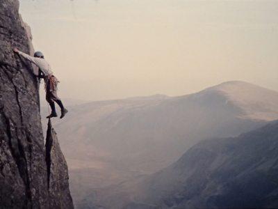 [Mur y Niwl / Pinnacle Wall 2. 1973, 1 kb]