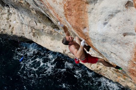 Maciej Badower on In the Night Every Cat is Black 8a