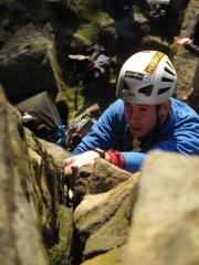 forgetting to use the big on the right to layback and feeling the pump on pedestal crack, froggatt edge, HVS 5a