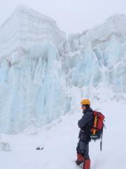 Ice wall on Amphu Laptsa